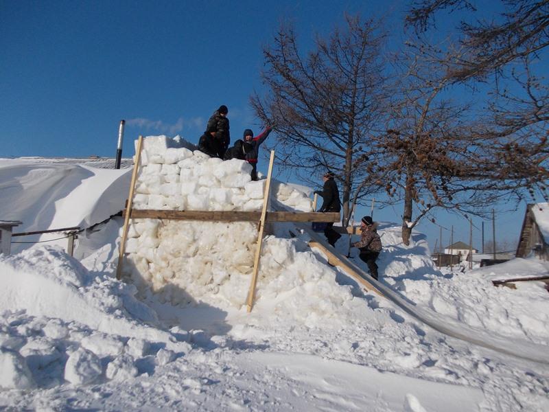 Ледяная горка: радость на целую зиму