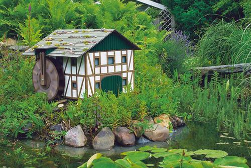 Изготавливаем стильную водяную мельницу на даче своими руками