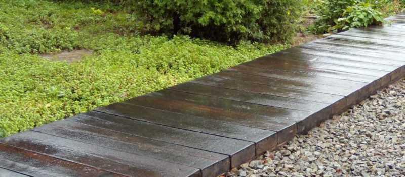 Создание дорожек на даче из современных и подручных материалов