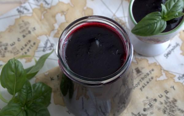Компот из черноплодной рябины: рецепты простых и полезных заготовок