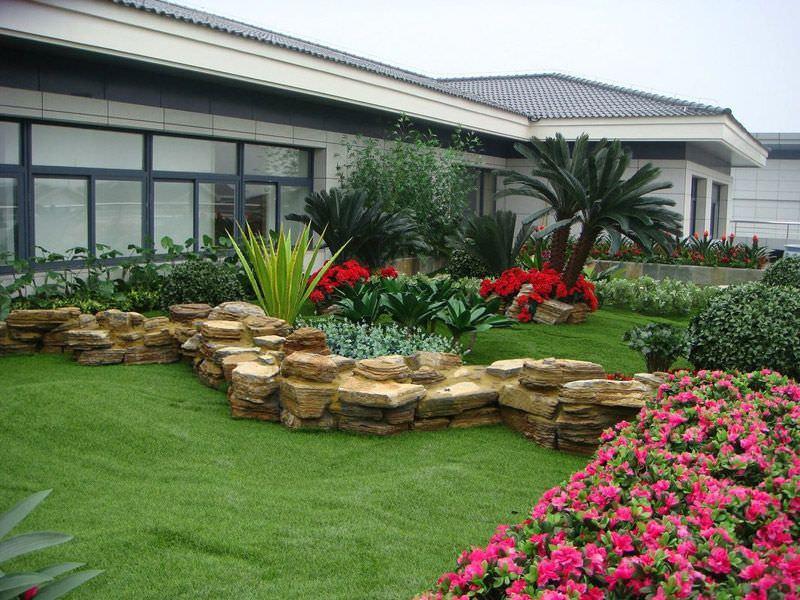 Искусственный газон: характеристика и область применения материала