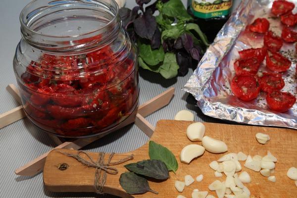 Салаты из помидоров на зиму: 6 пошаговых рецептов