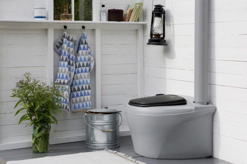 Как построить туалет на даче?